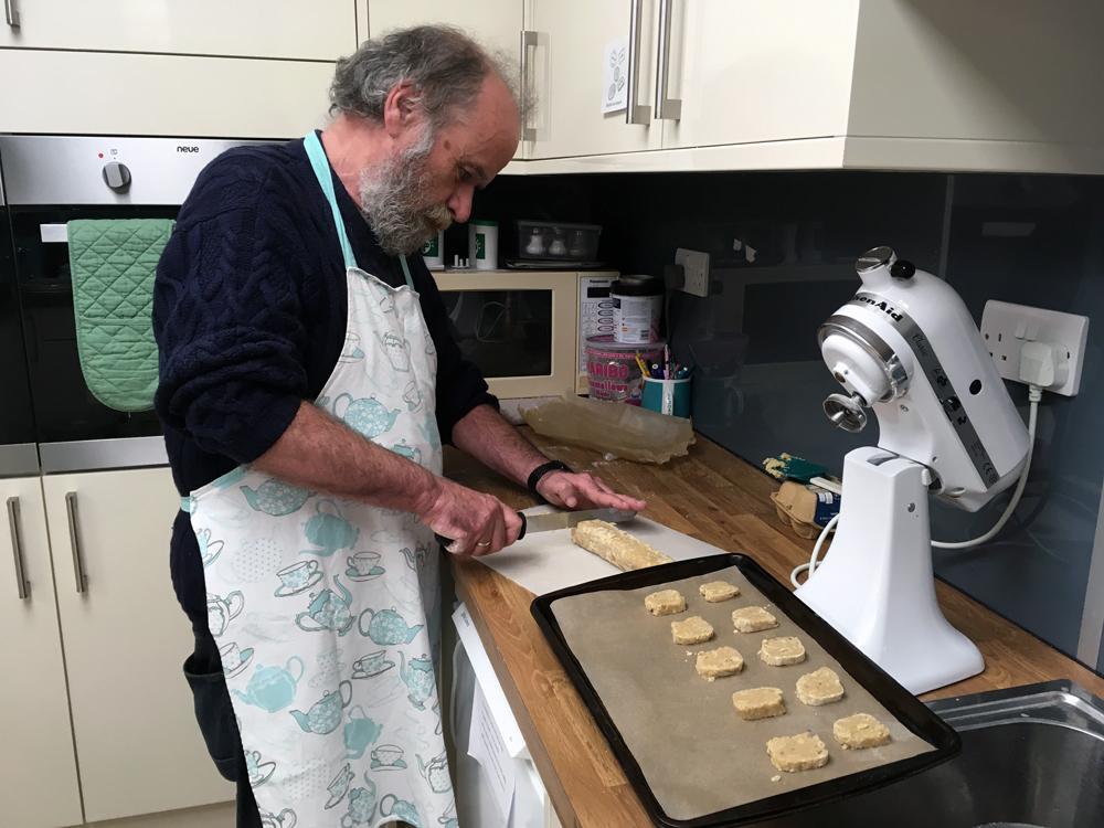 G slicing biscuits